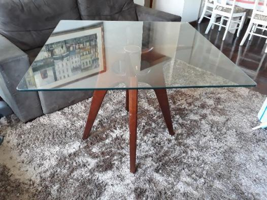 Mesa jantar em madeira e vidro