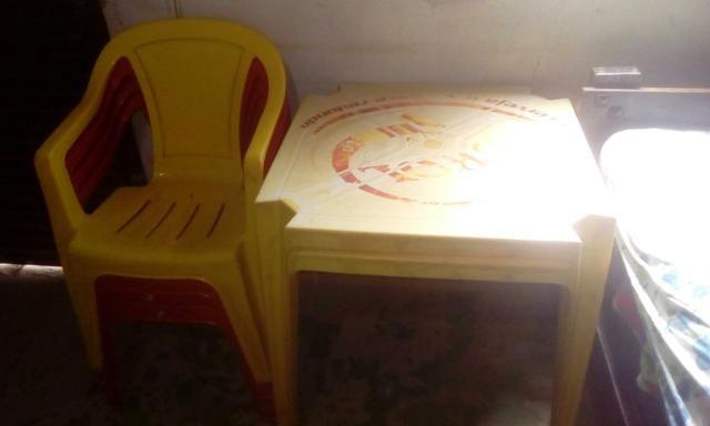 Jogo de mesa 4 cadeiras e uma mesa . motivo: tinha um bar e fechei