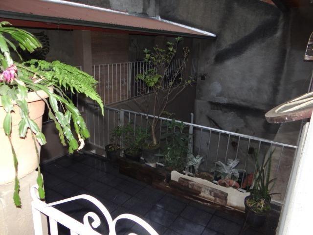 Casa com 2 moradias, 4 vagas e 1 salão de festas no Bairro Castrioto - Foto 13