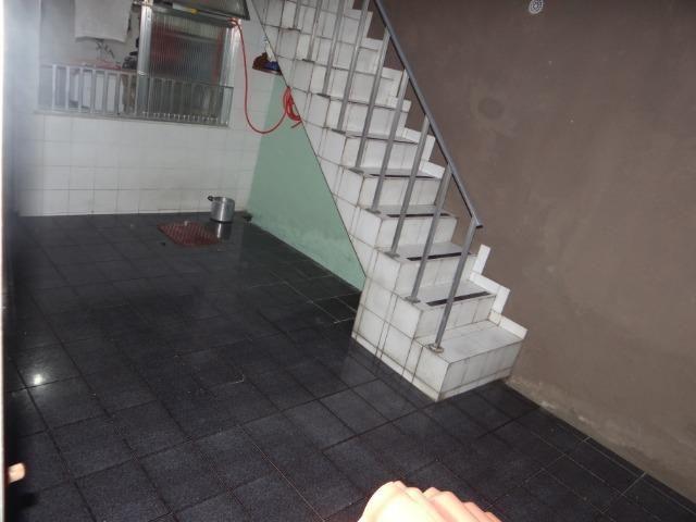 Casa com 2 moradias, 4 vagas e 1 salão de festas no Bairro Castrioto - Foto 12