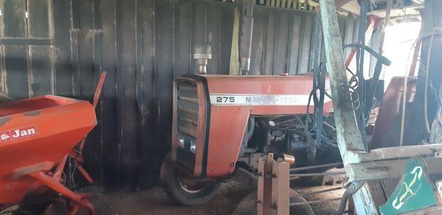 Trator Massey e implementos
