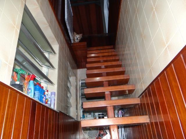 Casa com 2 moradias, 4 vagas e 1 salão de festas no Bairro Castrioto - Foto 15