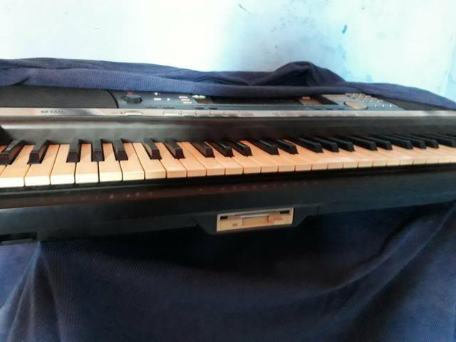 Vendo um teclado da Yamaha psr 640