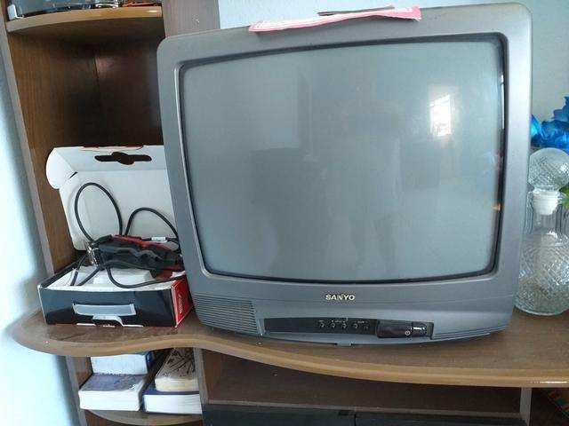 Pra sair agora televisão colorida com controle remoto