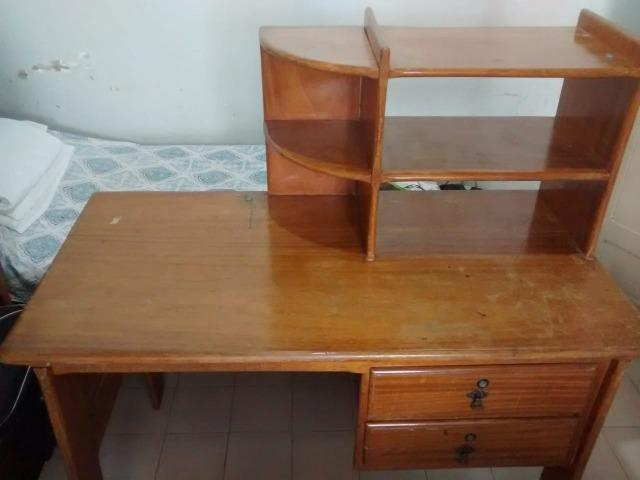 Vende-se mesa/escrivania em madeira