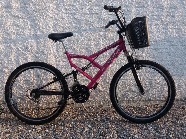 Bicicleta Rosa com cestinha - Adulto