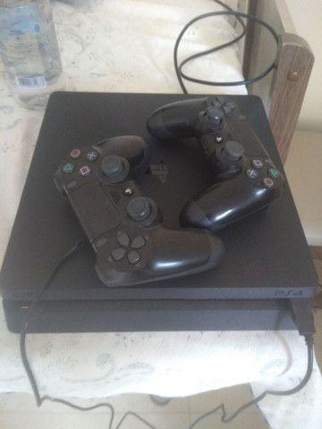 VENDO PS4 SLIM 500gb + 02 controles NOVÍSSIMO. SEM DETALHES.