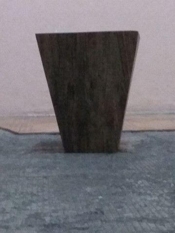 Vaso de flores de madeira