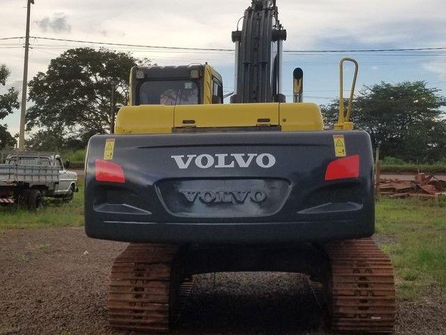 Escavadeira Volvo Ec 210B - Foto 2