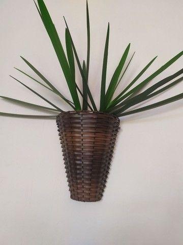 Vasos de Junco (fibra sintética), de plástico, arandelas, floreiras e folhagens. - Foto 4
