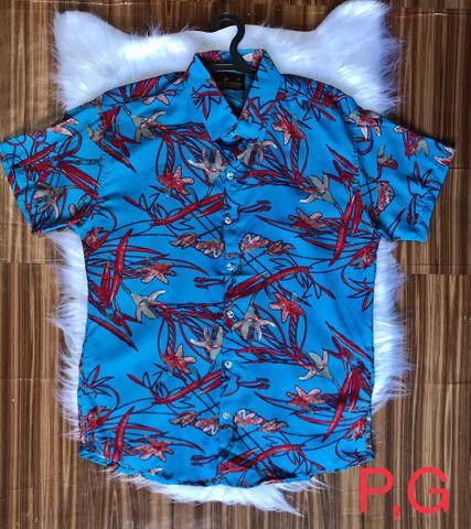 Camisas floridas em viscose