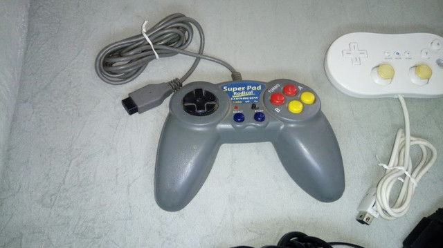 Controles originais de video game e multitap - Foto 3