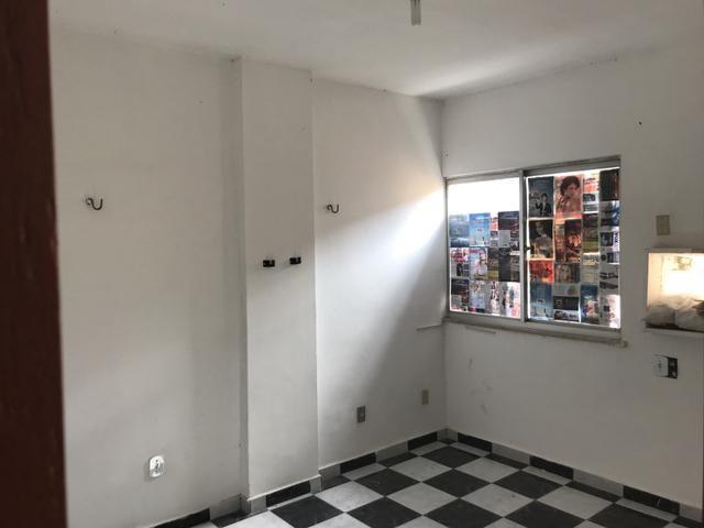 Alugo apartamento com ótima localização