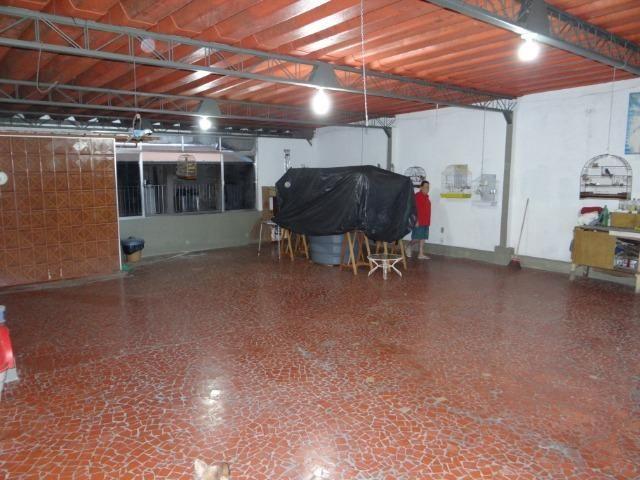Casa com 2 moradias, 4 vagas e 1 salão de festas no Bairro Castrioto - Foto 9