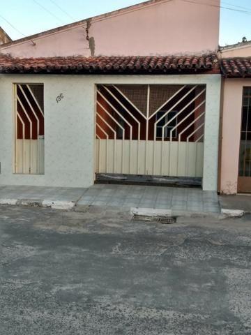 Casa livre em Alagoinhas na Rua Murilo Cavalcante, podendo construir. ampliar - Foto 2