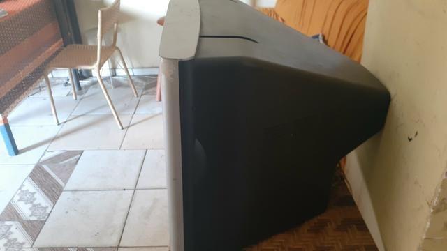 Vendo televisão de tupo tela plana 21 polegadas funciona perfeitamente - Foto 2