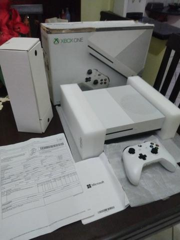 Xbox one s Com nota fiscal jogos no HD 1100 watts *