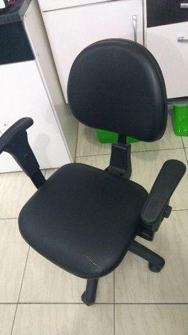 Cadeira de escritório - Material-Moveis