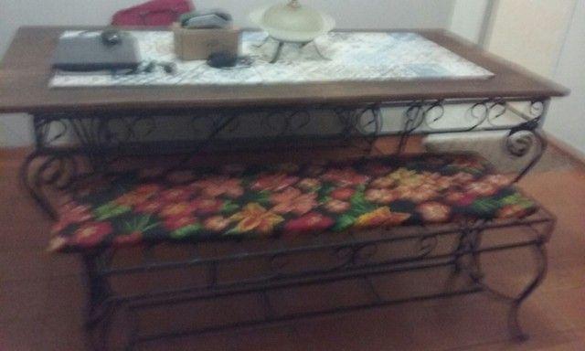 vendo mesa de ferro fundido e Madeira.
