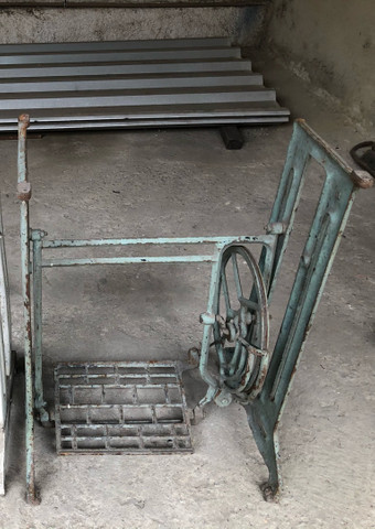 Pé de máquina - lote com 4 pés de máquina antigos  - Foto 4