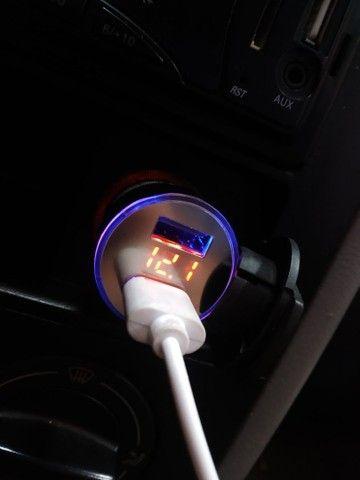 Carregador de celular para carro com voltímetro digital