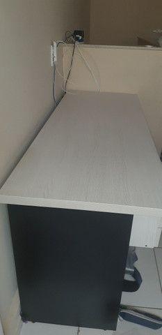 Escrivaninha com duas gavetas (160 x 60cm) - Foto 2