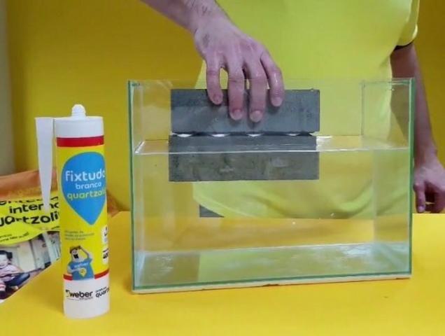 Cola FixTudo Quartzolit 400g (cola até debaixo d'água) - Foto 3