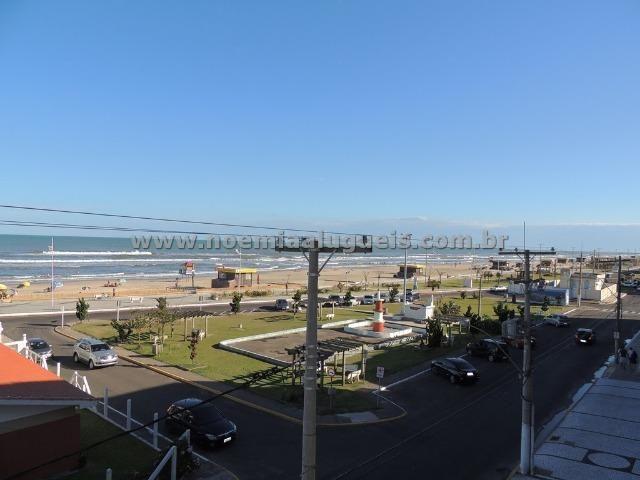 Beira Mar, 03 dormitórios, apto climatizado, alto padrão!