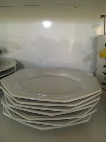 Sete pratos de sobremesa da marca schimit