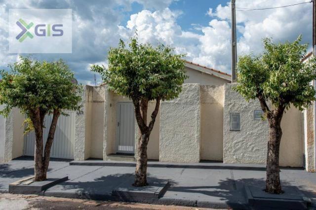 Imóvel Amplo com 4 dormitórios (2 Suítes). Área de Lazer. 235 m² de área construída. Laran