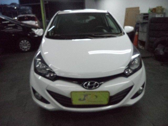Hyundai HB20 Confort Plus 1.6 16v Flex Mec Completo 2014 Branco - Foto 2