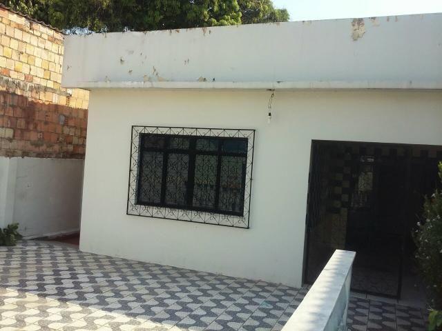 Casa - 2 quarto com garagem e quintal