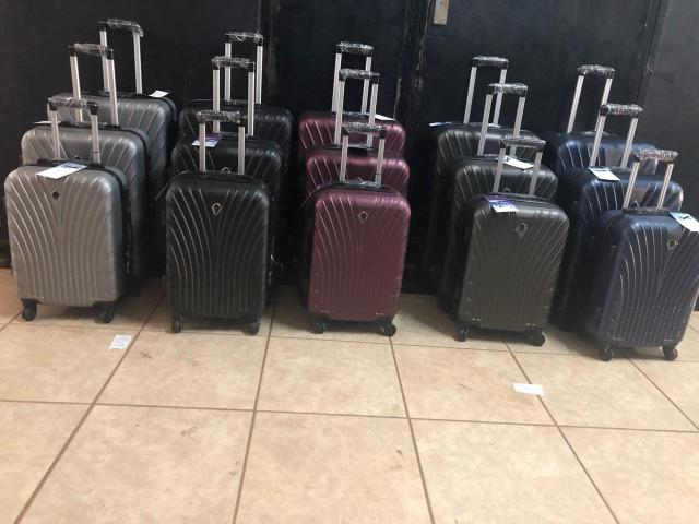 Promoção malas de viagem enquanto durar o estoque