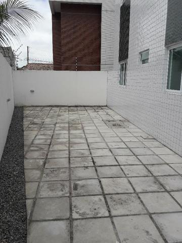 Apartamento térreo com área privativa bem localizado Cristo Redentor