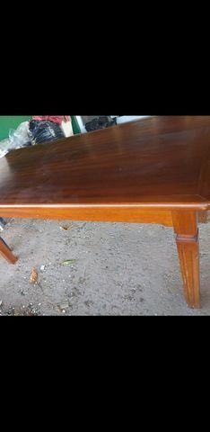 Vendo mesa com 6 cadeiras todas em madeira maciça - Foto 5