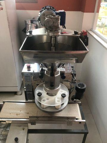 Máquina de salgados com empanadeira