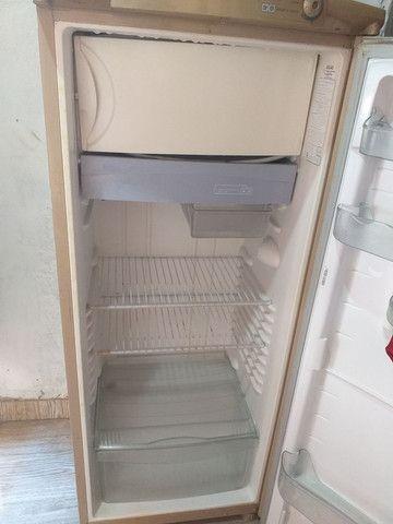 Vendo uma geladeira da consul  - Foto 4