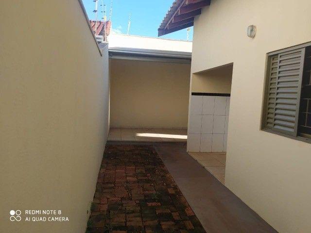 Casa - 01 suíte e 02 quartos e edícula ampla.prox  a escola militar - Foto 19