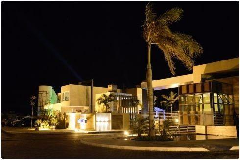 Lote de 405 m2 em condomínio de luxo perto da praia