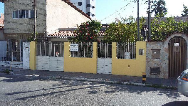 Rua cassiano de albuqueruque nº 115 bairro poço perto da praça da maravilha
