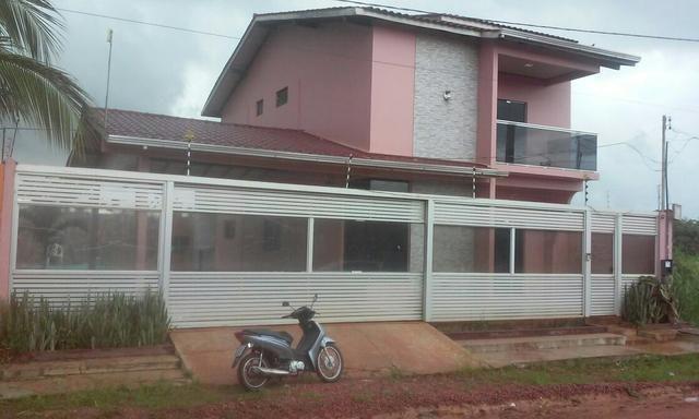 Casa dois piso, piscina,3 suítes sendo duas com closed,