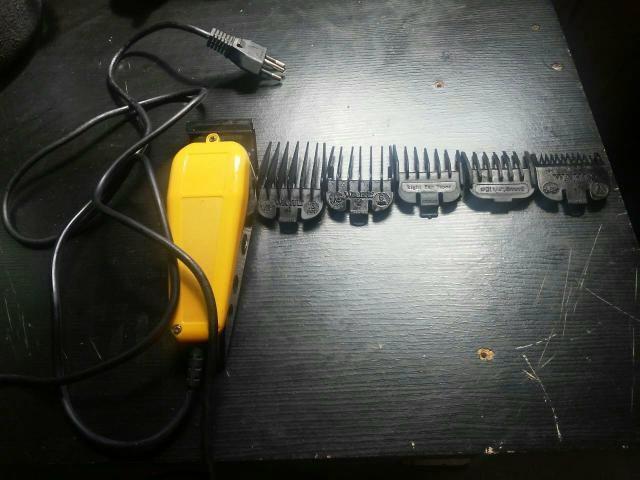 Vendo essa máquina de cabelo toda boa