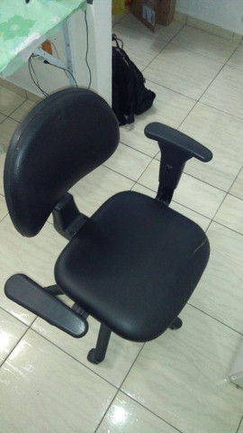 Cadeira de escritório - Material-Moveis - Foto 4