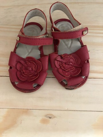 Vende-se sandálias tamanhos 19 e 20 respectivamente  - Foto 3
