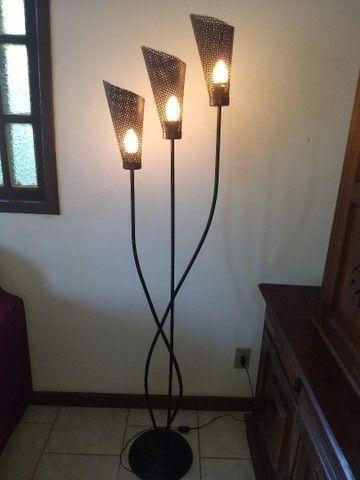 luminária de chão três braços anos 80 de ferro 1,68  - Foto 2