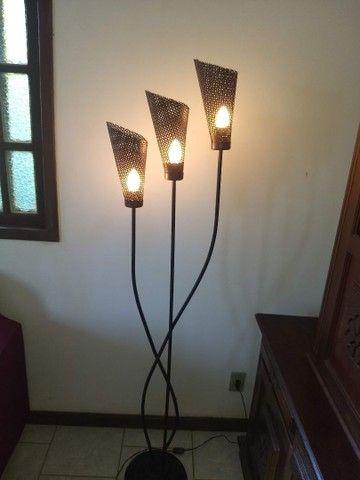 luminária de chão três braços anos 80 de ferro 1,68  - Foto 3