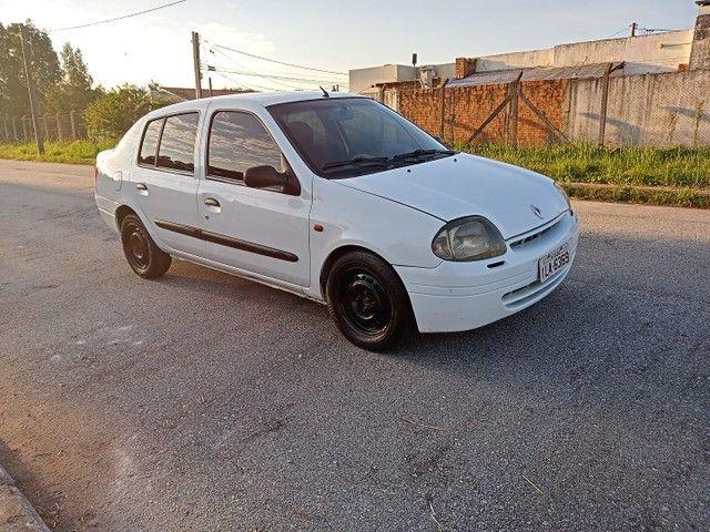Clio 1.0 - Foto 2