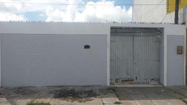 Excelente casa com 3 quartos no Graciliano Ramos próximo Ki-Delícia