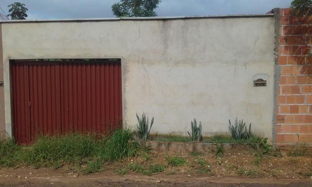 Lote murado com portão