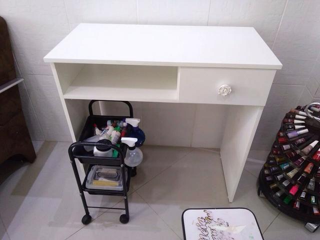 Mesa para manicure com gaveta